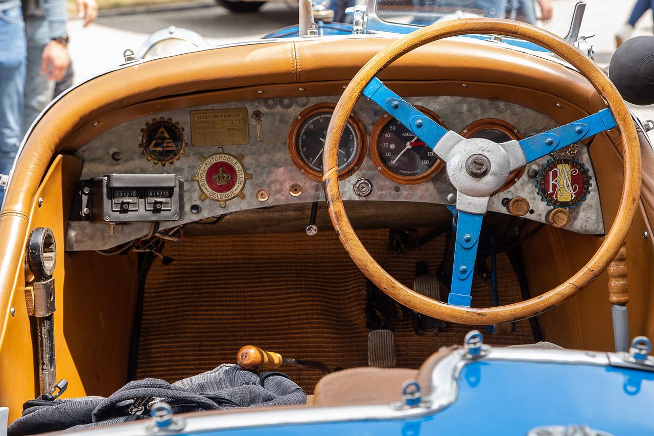 Itt pedig egy másik, immár magamutogató sportbelső 1923-ból. Igazi klasszikus Le Mans pornó a hőskorból. Ízlelgesdük kicsit : ez a Salmson nyerte az 1923-as Lemans 1.1 literes kategóriáját, hol lát ilyet a földi halandó, ha nem itt, ahol még meg is érintheted?!