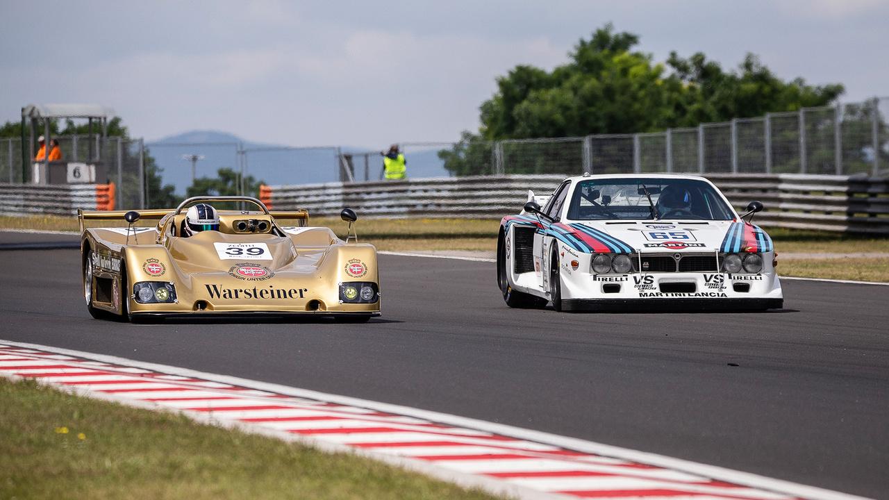 Az egyórás Classic Endurance verseny során például kitartóan gyilkolták egymás a lenyűgöző, BMW motoros TOJ és a meseszép Lancia Beta pilótái.