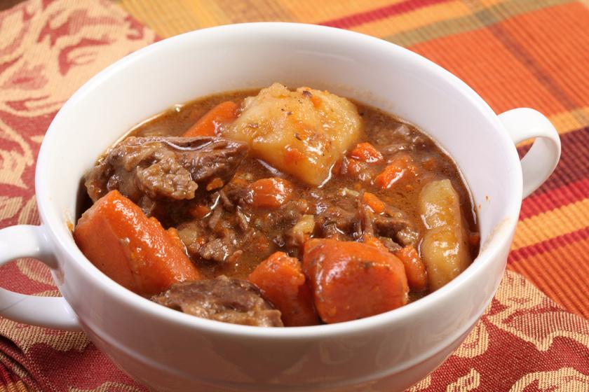 Sűrű bográcsgulyás marhahúsból: így lesz igazán ízletes