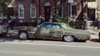 1994 óta parkolt egy New York-i utcán ez a Cadillac, most elvontatták