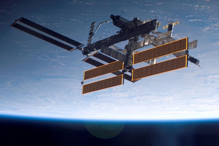 Lenyűgöző fotó a NASA-tól: ilyen szép, amikor az űrállomás áthalad a Nap előtt