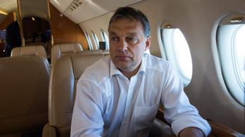 Orbán fapadossal repült haza Milánóból