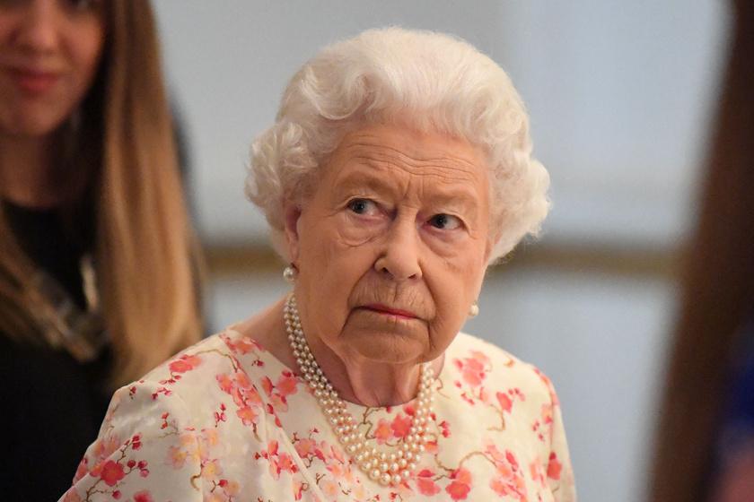 Erzsébet királynő virágmintás ruhában tündökölt - 25 évet is letagadhatna a korából