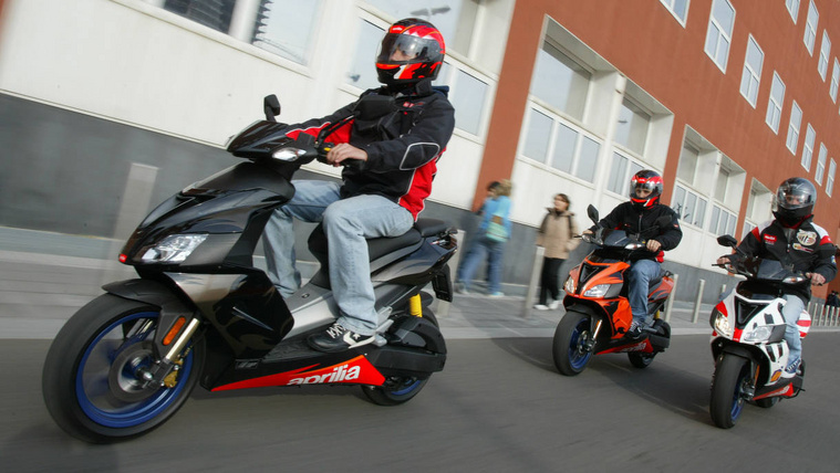 ScooterApriliaSR50group