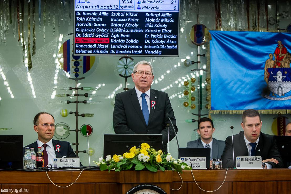 Szombathelyi közgyűlés 2019. március 13-án. Bal oldalon Koczka Tibor alpolgármester, középen Puskás Tivadar polgármester
