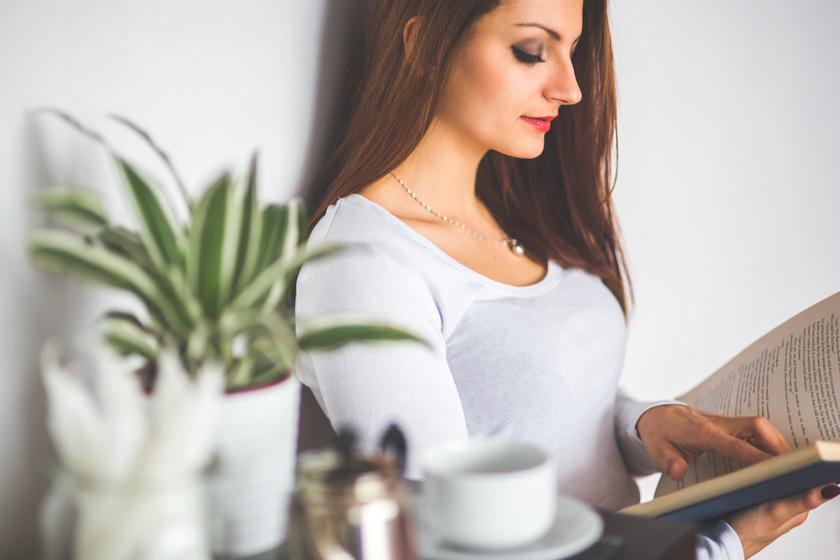 nő olvas