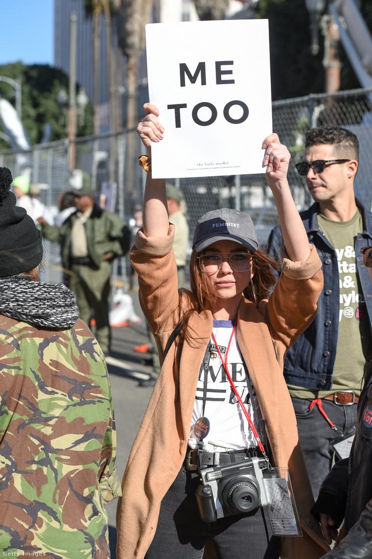 Sarah Hyland egy LA-i tüntetésen, 2018-ban