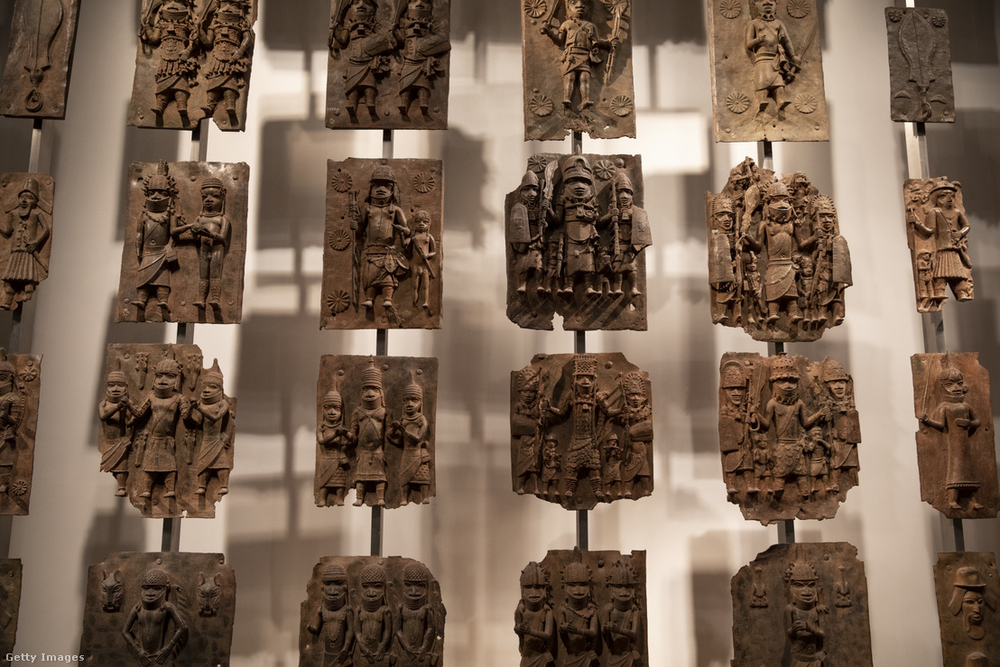 Benini bronzkincsek a British Museumban 2018. november 22-én, amit jóváhagytak hogy visszaszállítsák a nigériai Benin Múzeumba