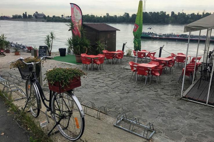 Albertfalva, kerékpáros pihenő