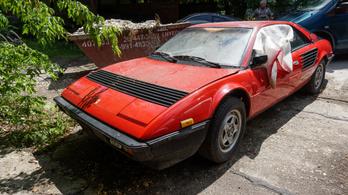 Segítségért kiált a Zuglóban rohadó Ferrari