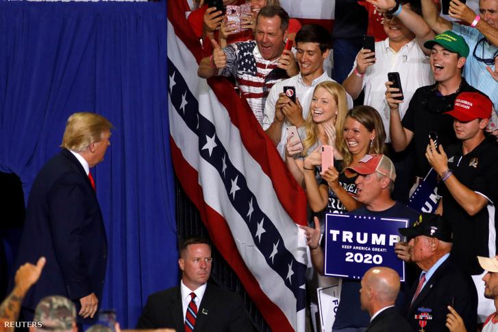 Donald Trump érkezik a greenville-i kampányrendezvényre 2019. július 17-én