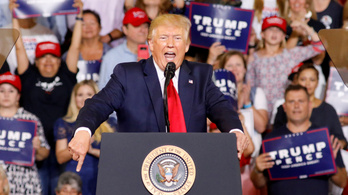Tudatosan pengetheti Trump a rasszista húrokat