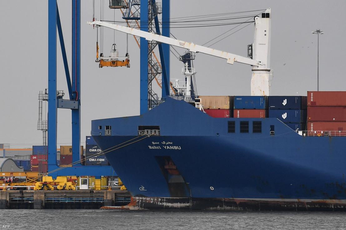 Bahri Yanbu teherhajó a Tilbury kikötőben, Londonban 2019. május 7-én