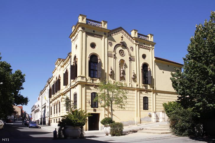 A Nagyboldogasszony Római Katolikus Gimnázium és Általános Iskola