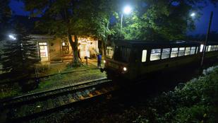 Közösen szerelte a vonatot a kalauz és a vezető, hogy ne kelljen szerelőre várni