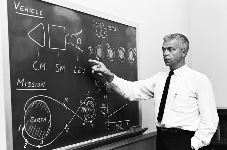 John Houbolt, a LOR legnagyobb híve, aki meggyőzte a NASA-t, hogy így kell leszállni a Holdra és visszajönni onnan