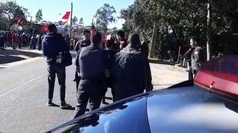 Földjükért tüntetőkbe hajtott egy férfi Brazíliában tüntetőkbe hajtott egy férfi Brazíliában