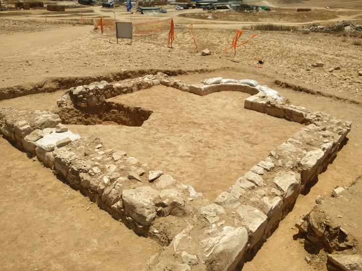 המסגד-והחפירה-ברהט-1צילום-ענת-רסיוק-רשות-העתיקות