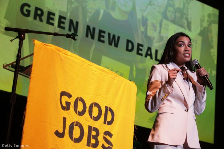 Ocasio-Cortez beszél a Zöld New Deal kampány záró rendezvényén a Howard Egyetemen Washingtonban 2019. május 13-án