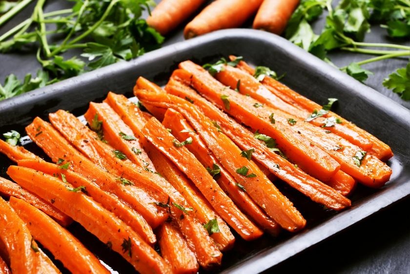 A legismertebb béta-karotin-forrás a sárgarépa, amely ráadásul sok B- és K-vitamint, káliumot is tartalmaz. A béta-karotin a nyers zöldségnél jobban hasznosul az olívaolajjal sült répából, ami remek köret lehet.