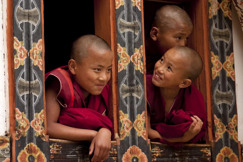 bhutan-gyerekek