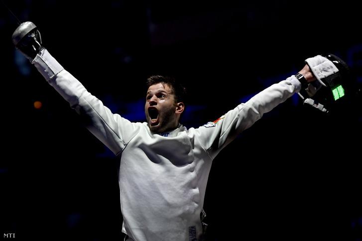 Siklósi Gergely, miután győzőtt a holland Bas Verwijlen ellen a vívó-világbajnokság férfi párbajtőr versenyében, a legjobb 8 között a budapesti BOK Csarnokban 2019. július 19-én