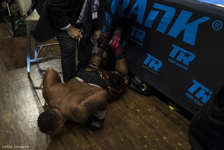 Joel Caudle, amint kiesett a ringből a Cassius Chaney elleni mérkőzésen 2019. július 19-én