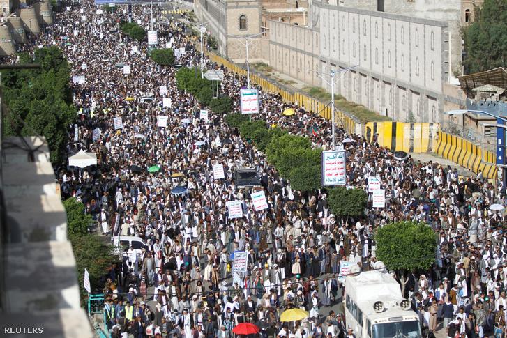 A húszi lázadók támogatói gyülekeznek 2019. június 28-án.