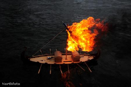 Vízre tették, meggyújtották