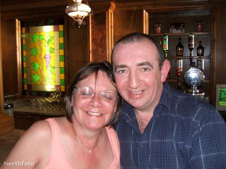 Karine Mulcahy itt a férjével, Francisszel látható