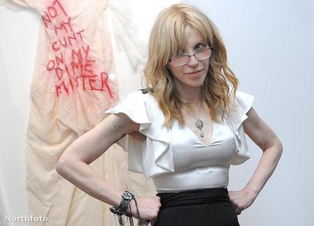 Courtney Love megnyitja saját kiállítását