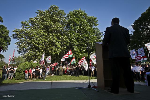 A berzéki polgármesteri hivatal előtt demonstrált a Jobbik