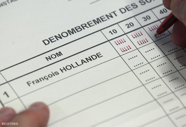 Szavazatszámláló strigulázza az Hollandera érkezett voksokat