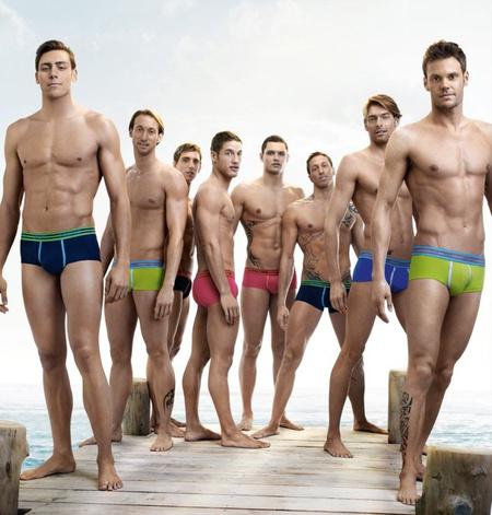A legjobb francia úszók a HOM fürdőnadrág-reklámjában