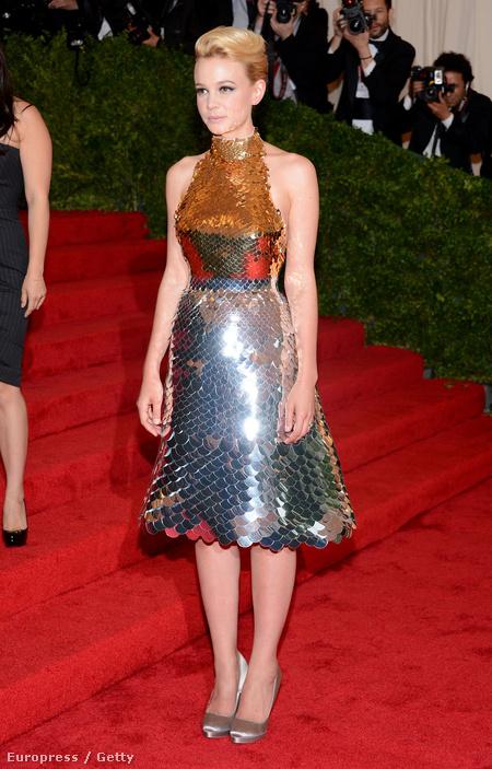 A fémes ruhák közül egyértelműen Carey Mulligan Prada-ruhája viszi a prímet