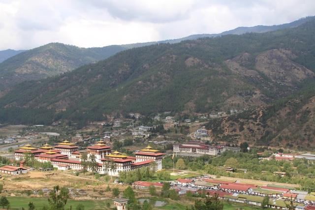 Thimphu Dzong (a dzongok közigazgatási és vallási központok, a 17. századtól terjednek el Bhutánban)*