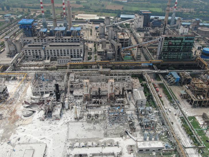 A HNEC gázüzem a közép-kínai Honan tartománybeli Jima városban 2019. július 20-án miután felrobbant az üzem kazánja.