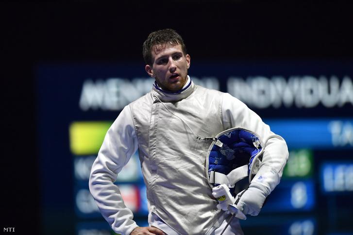 Dósa Dániel az orosz Timur Arszlanov elleni asszó közben a vívó-világbajnokság férfi tőr egyéni versenyében a legjobb 32 között a budapesti BOK Csarnokban 2019. július 20-án.