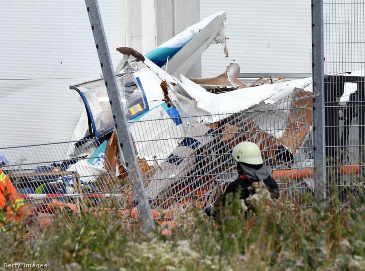 Kisrepülőgép zuhant egy barkácsáruházra a németországi Bruchsalban 2019. július 20-án.