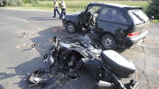 Motor és autó ütközött Üllőnél