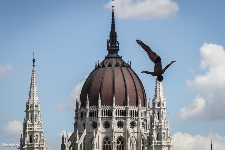 Férfi óriás-toronyugrás a 17. vizes világbajnokságon Budapesten 2017-ben.