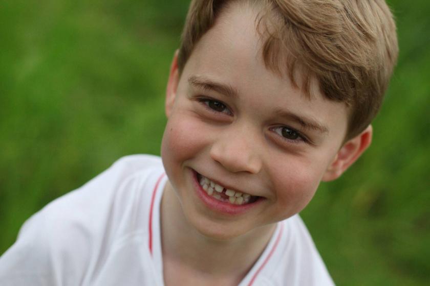 Focimezben pózol a ma 6 éves György herceg - Édesanyja kapta lencsevégre