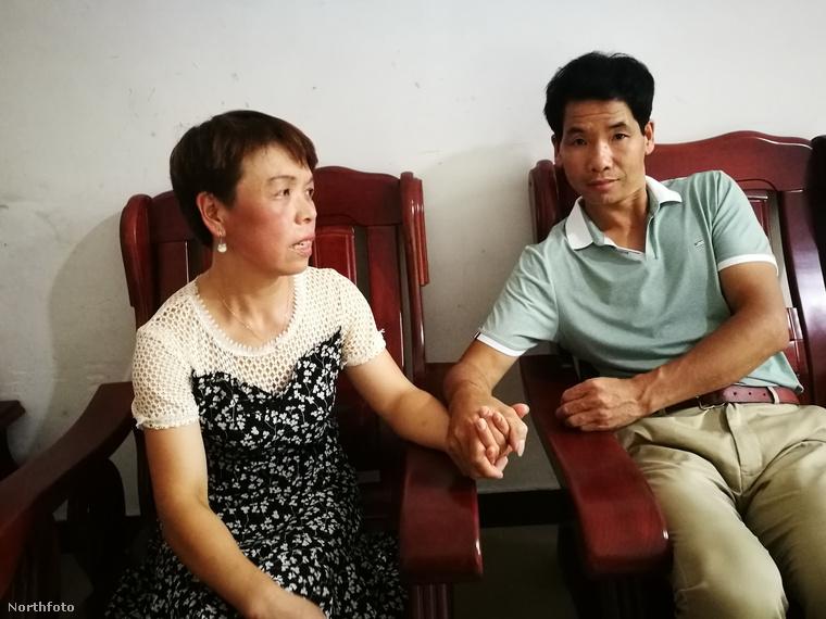Ezen a képen egy kínai házaspár látható, a feleség Li Dzsininluan, a férj pedig Li Meidzsin
