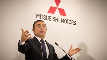 Ötmilliárd forintra perli Carlos Ghosn a Nissant