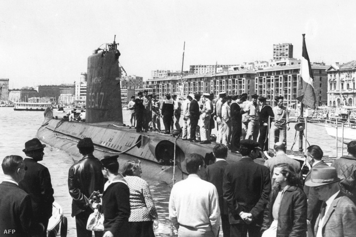 A Minerve tengeralattjáró egy marseille-i dokkbann a '60-as években.