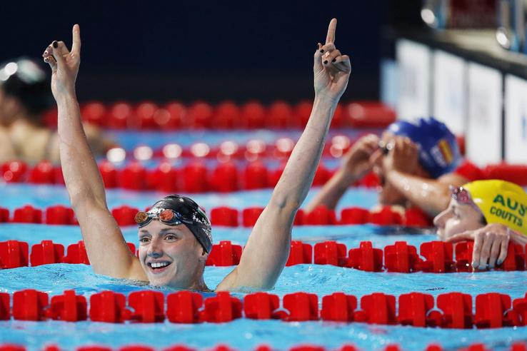 Hosszú Katinka, miután aranyérmet nyert a barcelonai vizes világbajnokság 200 méteres női vegyesúszás döntőjében 2013. július 29-én