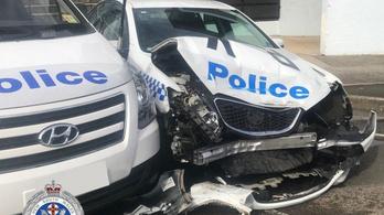 270 kiló kábítószert szállított, amikor egy rendőrautóba csapódott