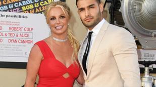Meglehet, hogy Britney Spears ujjára is eljegyzési gyűrű került
