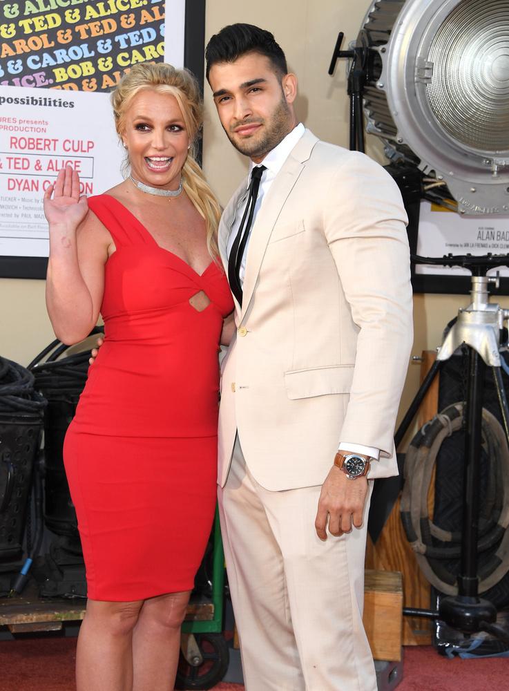 A vörös szőnyeg egyik legnagyobb meglepetése Britney Spears volt, aki most jelent meg először a nyilvánosság előtt, mióta tavasszal bevonult egy pszichiátriára