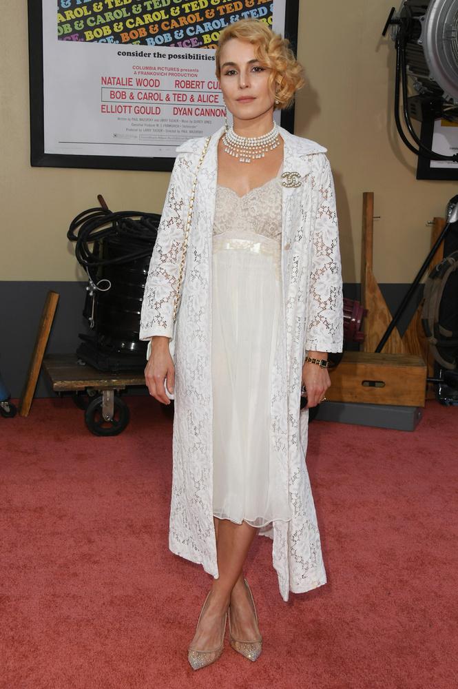 Noomi Rapace Margot Robbie ruhájához kísértetiesen hasonló outfitben tűnt fel